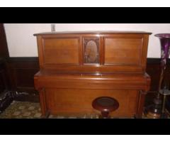 OFERTA PIANO FEUERBACH DE CONCIERTO CON TABURETE