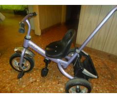 Vendo triciclo seminuevo