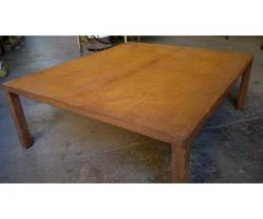 Mesa ratona de hierro y chapa, estilo industrial