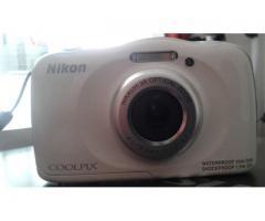 Cámara sumergible  Nikon s33.
