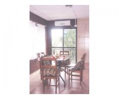 Casa con cochera pileta jardín asador aire acondicionado