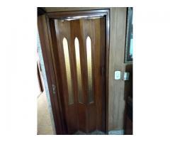 Puerta plegadiza vidriada de madera