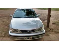 Toyota Corolla. Automático 1.8 EXi. Full. Cierre centralizado , levanta vidrios, cuatro puertas