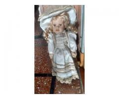 Muñeca De 40 CM Con Vestido Original Y Soporte