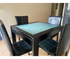 Mesa de vidrio extensible con 4 sillas