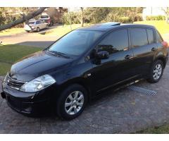 Nissan Tiida 2010 negro