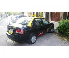 Titular vende sin chapa de habilitación. Taxi.  Sedan 4 puertas.
