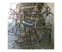 CUADROS DE BICICLETA R28 para restaurar. NO BAJO PRECIO. NO PERMUTO