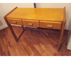 Vendo escritorio con tres cajones